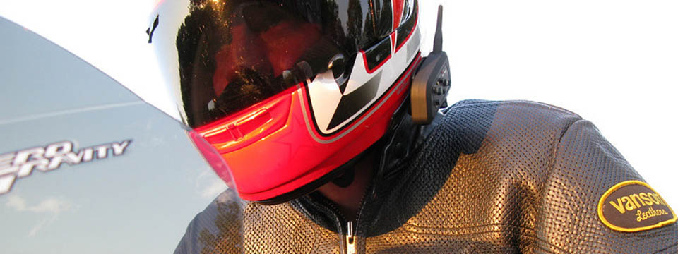 Intercom via Bluetooth with your passenger or riding buddies while you ride